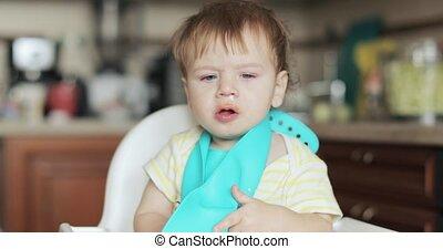 noworodek, chłopiec, snot, wycieranie