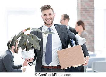 nowy pracownik, na, przedimek określony przed rzeczownikami, pierwszy dzień, na, przedimek określony przed rzeczownikami, miejsce pracy
