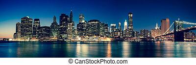 nowy york, -, panoramiczny prospekt, od, manhattan skyline, przez, noc