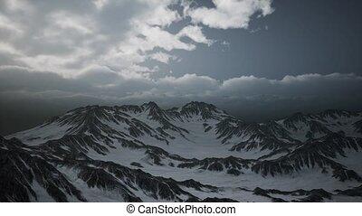 nuages, crêtes, haute altitude