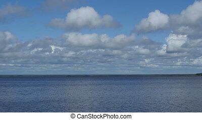 nuages cumulus, sur, lac, mouche