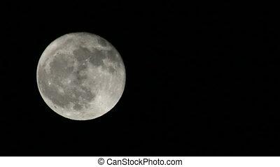 nuages, pleine lune, 01