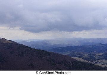 nuages pluie, au-dessus, montagnes