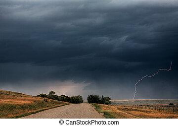 nuages, saskatchewan, tempête foudroyante, pays, long, route
