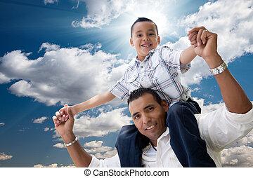 nuages, sur, père, fils, hispanique, amusement, avoir