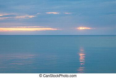 nuageux, calme, matin, mer