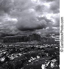 nuageux, noir, monument, blanc, vallée, cieux