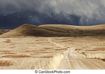 nube de tormenta, pasar, un, estéril, paisaje de montaña