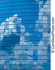 nubes, reflejado adentro, windows, de, moderno, edificio de oficinas