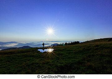 nubi, montagne, silhouette, sole, anche, cime, riflesso, cadute, lente, macchina fotografica, acqua, fondo, coperto, shines, uomo