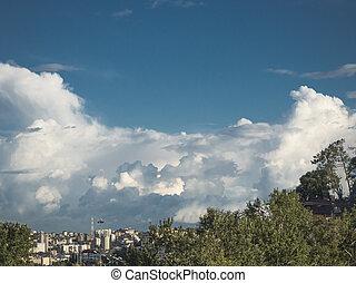nubi pioggia, sopra, città