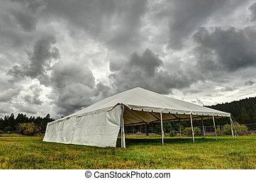 nubi, scuro, campo, sotto, bianco, tenda
