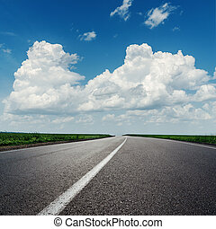 nubi, su, cielo blu, sopra, strada asfaltata