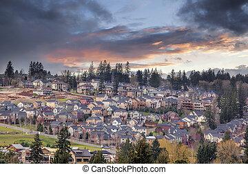 nublado, ocaso, encima, estados unidos de américa, norteamérica, suburbano, residencial, nuevo, subdivisión, en, feliz, valle, oregón