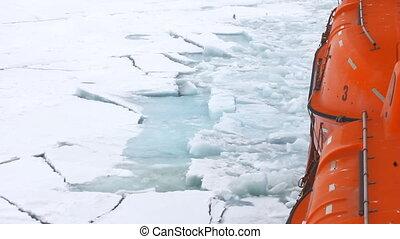 Nuclear icebreaker goes to North pole - Nuclear icebreaker...
