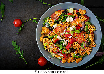 nudelgerichte herz form tomaten salat herz stil zwiebel salat oliven tomaten. Black Bedroom Furniture Sets. Home Design Ideas