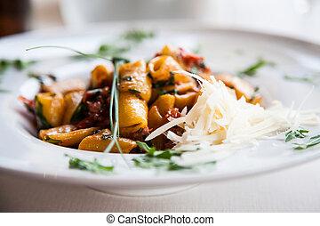 nudelgerichte, paccheri, -, italienesche