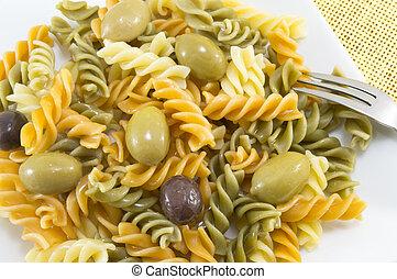nudelgerichte, schließen, oliven, gefärbt, auf