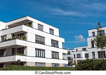 nuevo, blanco, casas adosadas, delante de, un, cielo azul