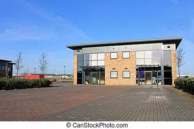 nuevo, moderno, edificio de oficinas