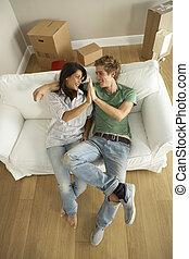 nuevo, pareja, mover casa