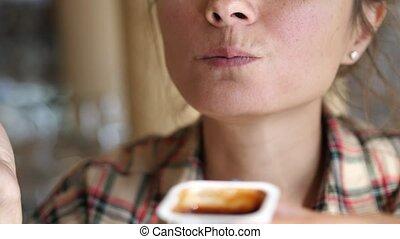 nuisible, jeûne, haut., frire, sauce, savoureux, nourriture, manger, francais, fin, tomate, femme