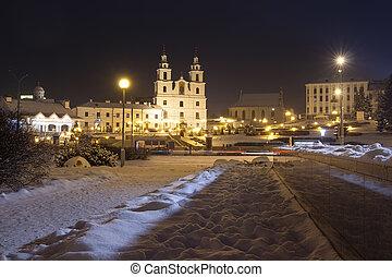 nuit, cityscape, de, hiver, minsk., célèbre, extérieur, dans, soir, minsk, belarus., esprit saint, cathédrale, sur, central, square., minsk, vieille ville