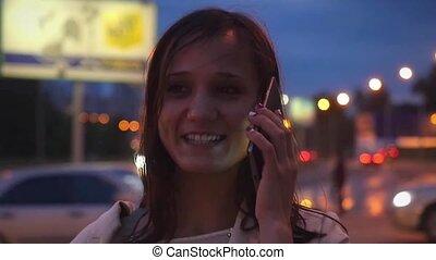 nuit, conversation, mobile, rue, femme affaires, sourires, ...