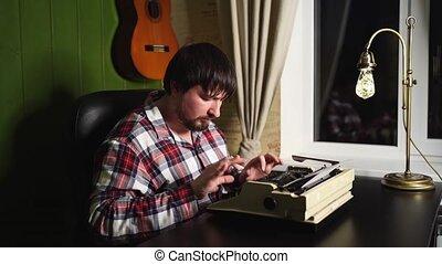 nuit, pyjamas, machine écrire, sien, types, maison, homme, plaid, bureau.