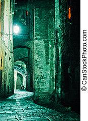 nuit, ruelle, dans, vieille ville, de, siena, toscane,...