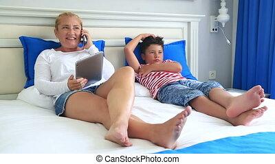 numérique, lit, fils, équipement, mère, utilisation, mensonge