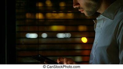 numérique, mâle, utilisation, cadre, tablette, 4k