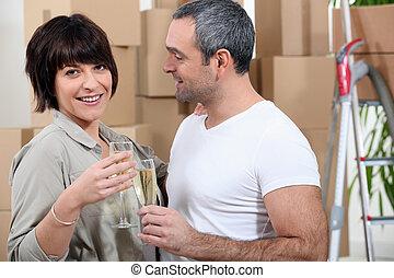 nuovo, coppia, appartamento, spostamento