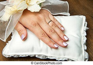 nupcial, manos, con, alianza