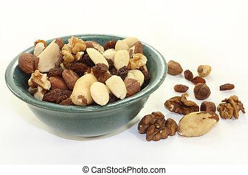 Nut-fruit mixture