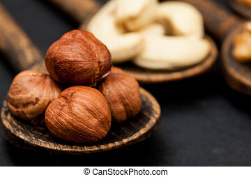 Nut selection in wood spoons
