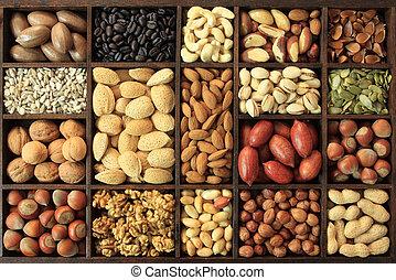 Nut varieties - Varieties of nuts: peanuts, hazelnuts,...