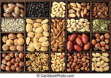 Nut varieties - Varieties of nuts: peanuts, hazelnuts, ...