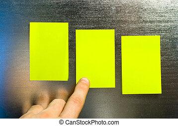 nuta, żółty