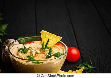 nutritif, gros plan, entiers, arrière-plan., bois, hummus., bol, space., verre, noir, plat, nachos, copie, arabe
