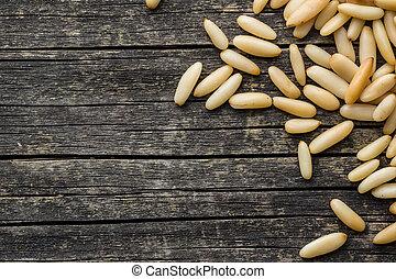 nuts., sabroso, pino