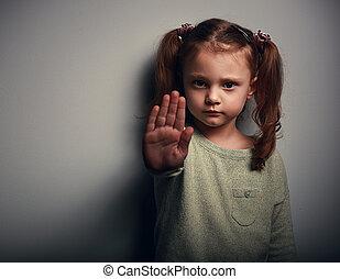 nuttig, campagne, boos, violence, stoppen, tegen, hand seinend, pijn, meisje, het tonen, geitje