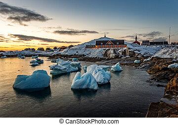 nuuk, ville, vieux, port, fjord, coucher soleil, vue, à, dériver, icebergs, groenland