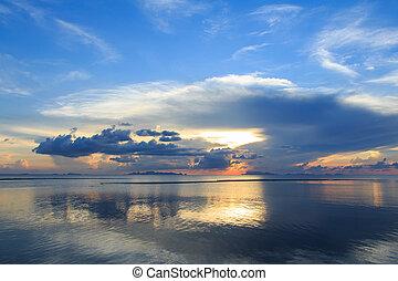 nuvem, sobre, reflexão, mar, anoitecer