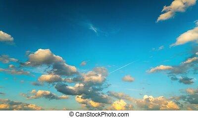 nuvens, em, a, céu azul, tempo-lapso