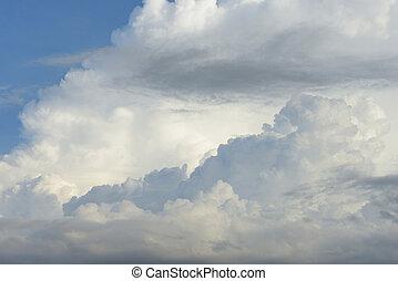 nuvens, em, a, céu azul, uso, para, fundo, desenho