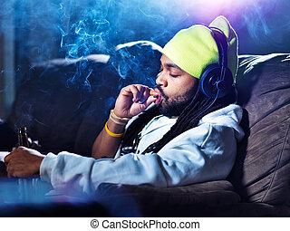 nuvens, entre, marijuana, cerveja, fumaça, fumar, bebendo