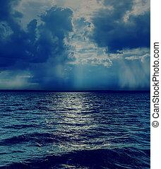 nuvens, sobre, céu, escuro, dramático, mar
