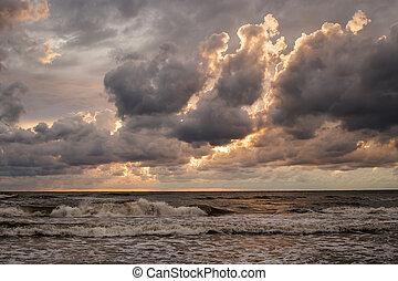 nuvens tempestade, sobre, a, mar