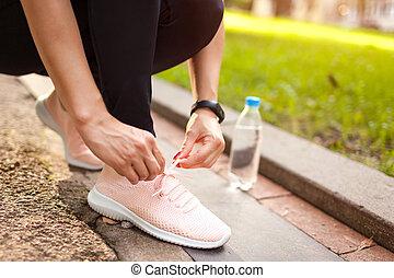 nyár, nő, neki, futó, concept., sunset., liget, fiatal, gumitalpú cipő, rest., összekötés, sport, birtoklás, elnáspángol